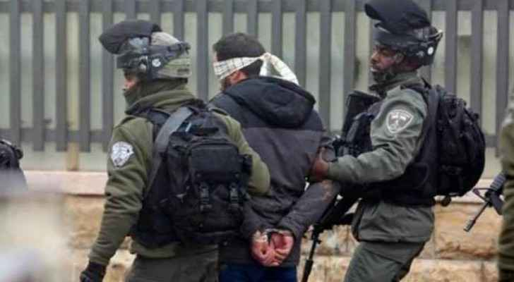 IOF arrests 14 Palestinians in West Bank