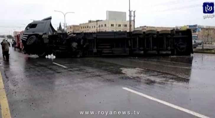 Truck overturns in Giza, blocks main road