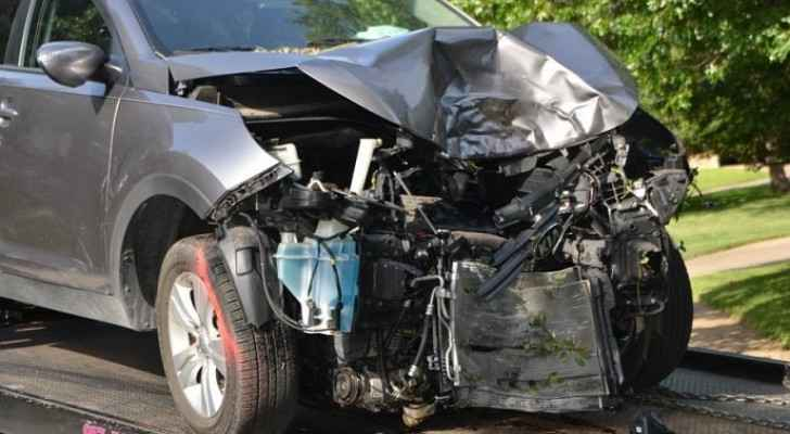 One dead, two injured in three-car collision in Sweileh