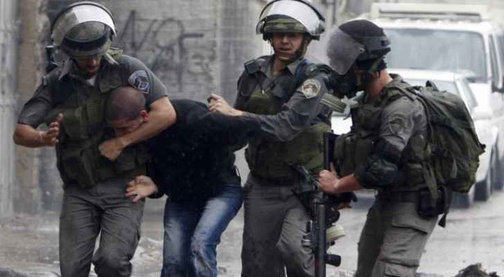 11 Palestinians arrested by IOF in West Bank