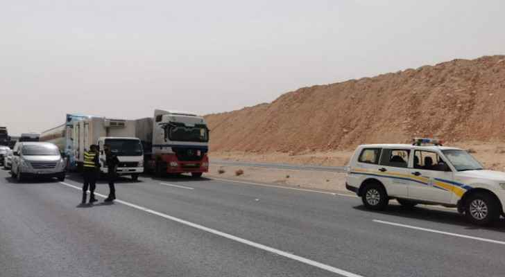 IMAGES: PSD closes Desert Highway due to lack of visibility from dust