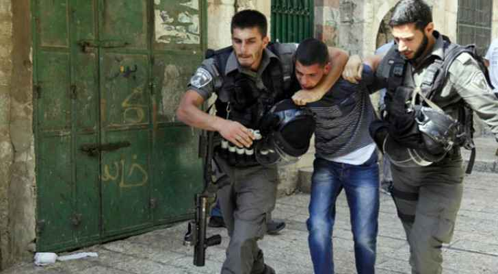 IOF arrests 25 Palestinians in West Bank