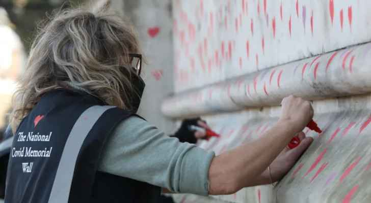 Britons paint mural of 150,000 hearts to remember coronavirus victims