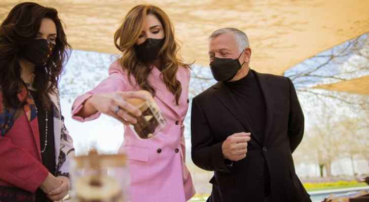 Photos: King Abdullah, Queen Rania view products of Productive Youth Initiative