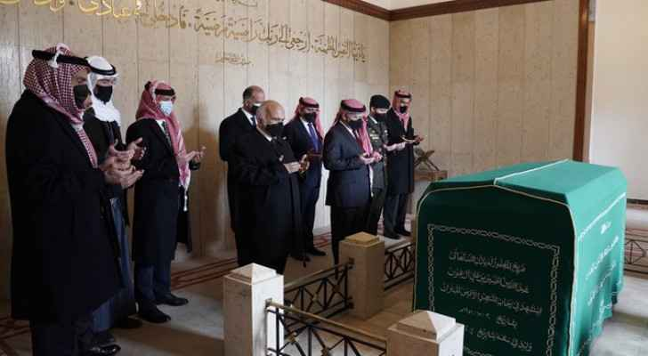 Prince Hamzah seen with King Abdullah at late HM Hussein's tomb