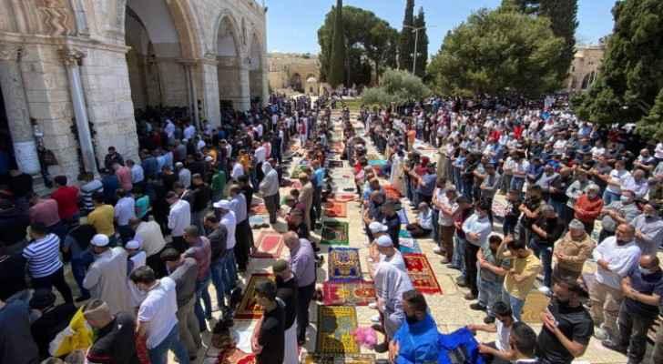 70,000 worshipers perform Friday prayer at al-Aqsa Mosque