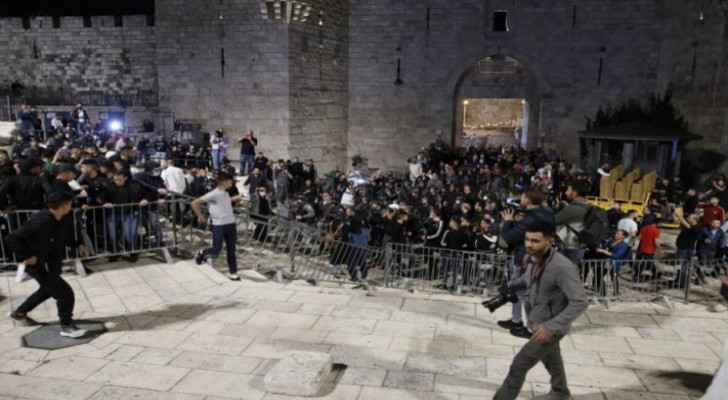 Israeli Occupation orders the removal of barriers at Damascus Gate