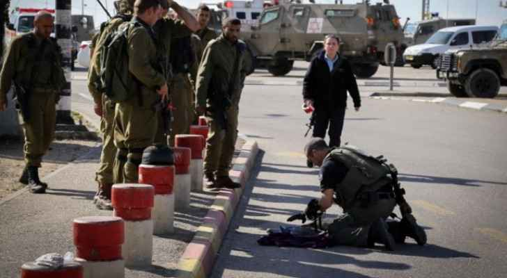 Israeli Occupation shoots Palestinian woman for allegedly trying to stab soldiers in south Bethlehem