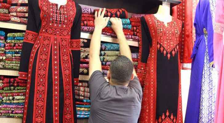 Commercial activity low, shopping hours narrow: clothing merchants