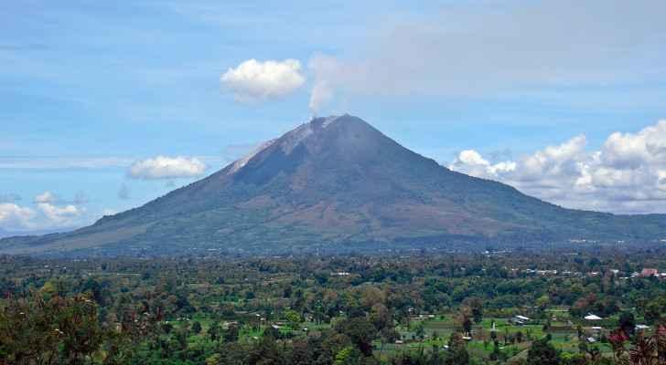 Indonesia's Mt Sinabung spews columns of smoke, ash