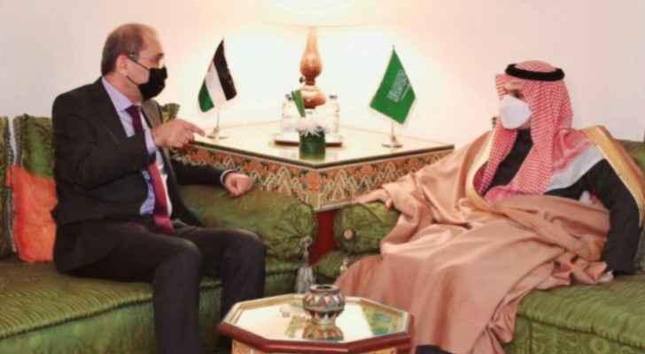 Safadi, Saudi counterpart discuss efforts to halt Israeli Occupation aggression