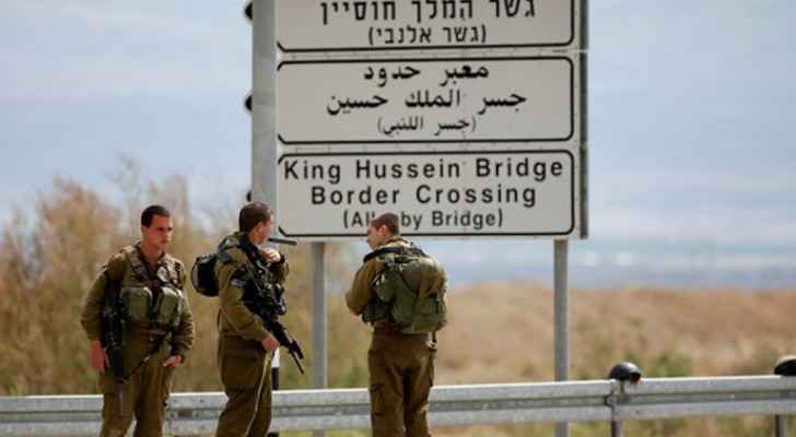 IOF claims to arrest two Jordanians who crossed border armed with knives