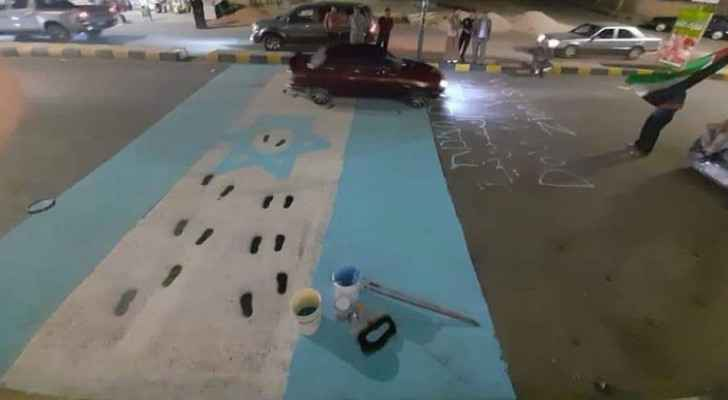IMAGES: Individuals in Ma'an paint Israeli Occupation flag on streets, footpaths