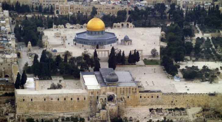 Around 40,000 Palestinians perform Friday prayer at Al-Aqsa Mosque