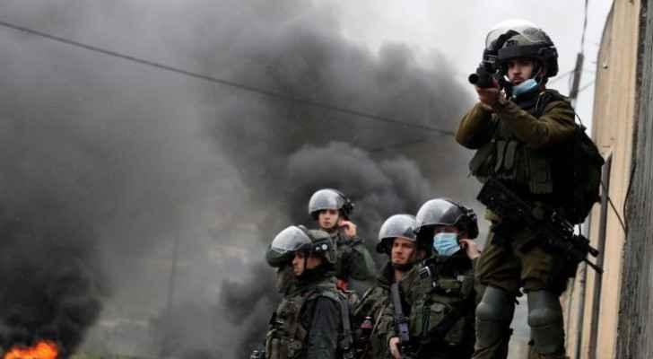 Palestinian man injured following clashes with IOF in Ramallah