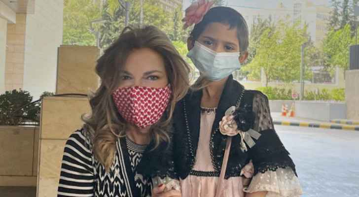 Princess Ghida shares picture with child cancer patient