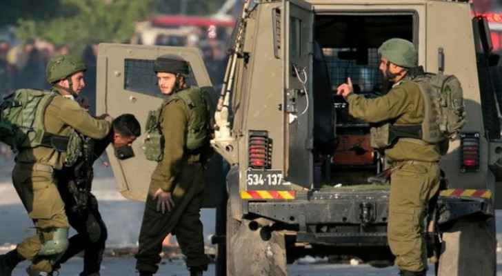 IOF injures Palestinian, arrests five in Bethlehem