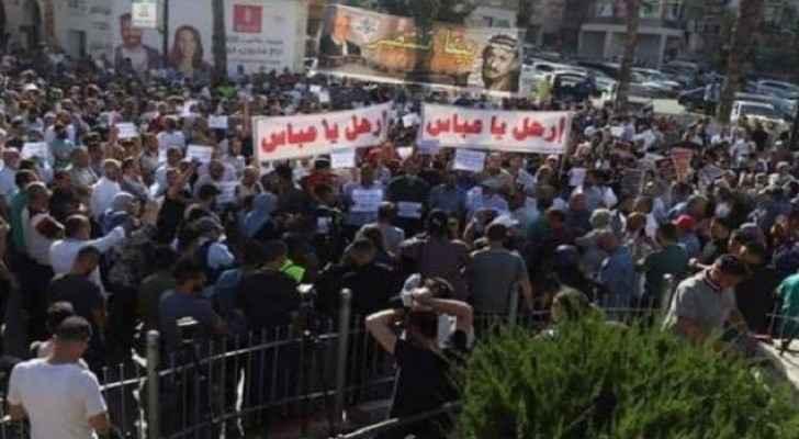 Hundreds of Palestinian demonstrators  call for resignation of President Abbas