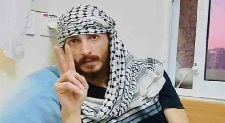 Palestinian prisoner released after hunger strike now receiving treatment in Ramallah hospital