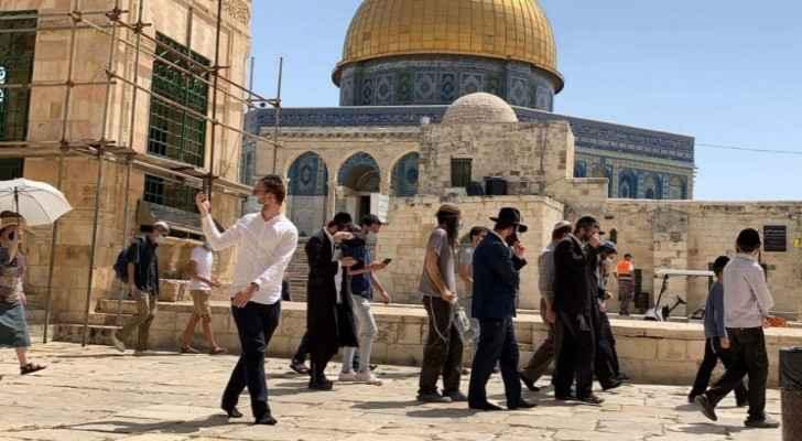 Settlers storm Al Aqsa