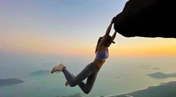 Selfie causes death of famous influencer known for her photos in high places