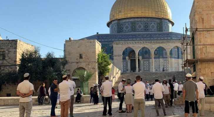 Settlers storm Al-Aqsa courtyards, guarded by Israeli occupation police