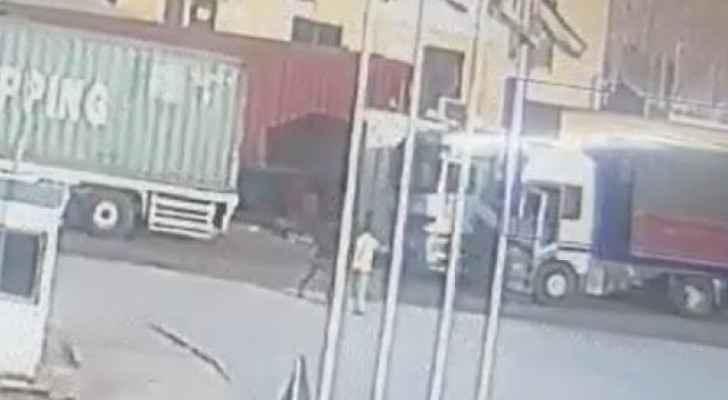 VIDEO: Truck runs over man in Aqaba, killing him