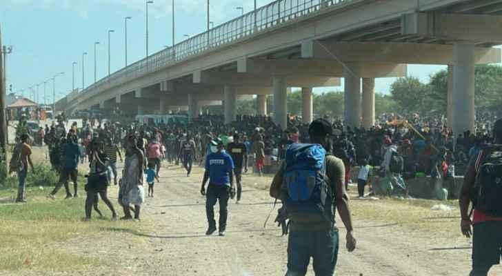 10,000 migrants packed under Texas bridge