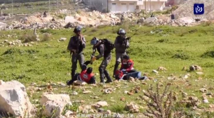 In another breach of the international law: Israeli soldiers threat paramedics with rifles in Al-Bireh